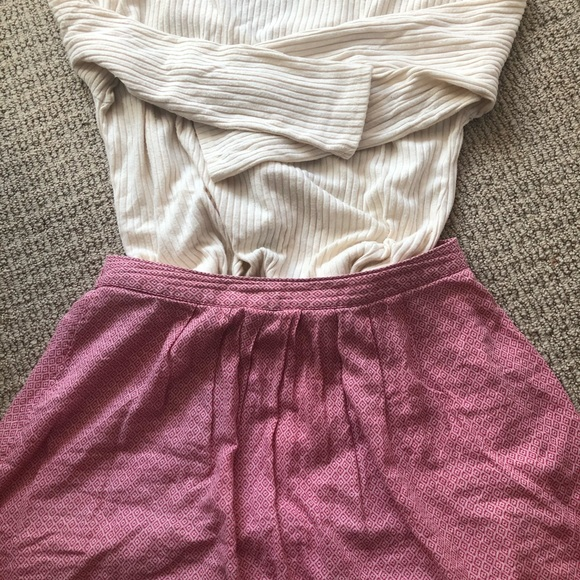 Old Navy Dresses & Skirts - Red flowered skirt